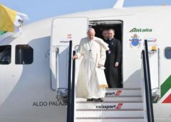 """Pope Francis condemns global food inequality, says """"few have too much"""""""